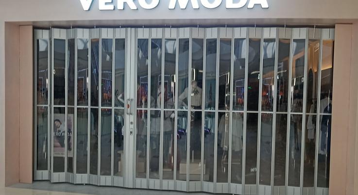 透明水晶折叠门